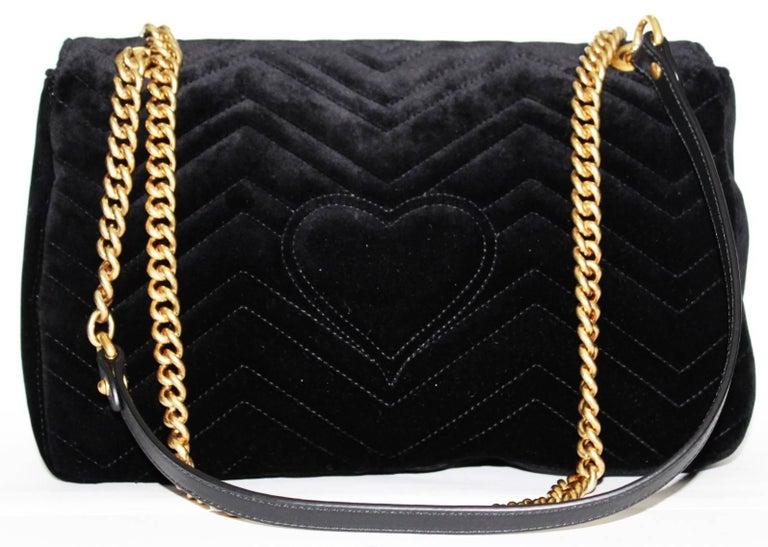 Black Gucci GG Marmont velvet shoulder bag For Sale