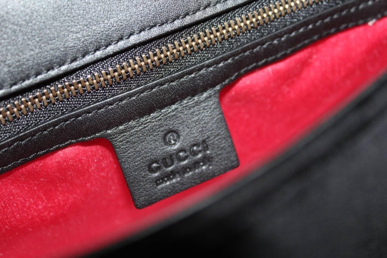 Gucci GG Marmont velvet shoulder bag In New Condition For Sale In Torre Del Greco, IT