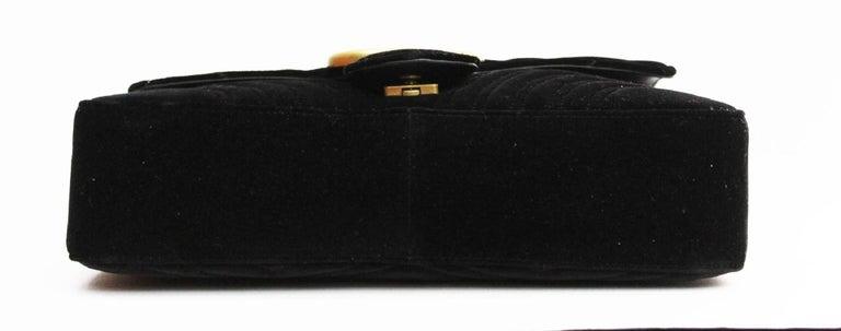Women's or Men's Gucci GG Marmont velvet shoulder bag For Sale