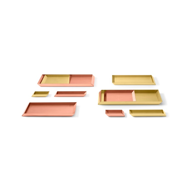 Tray in brass. Elegant in living and dining spaces alike, this tray can be used to display objects in the living room and bedroom, store papers in the office or necessities in the bathroom.