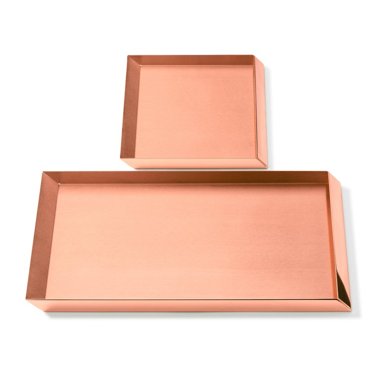 Axonometry squared small tray in copper by Elisa Giovanni.  Materials: Copper Net weight: 0.6 kg Dimensions: W 20 x D 20 x 2 H cm.