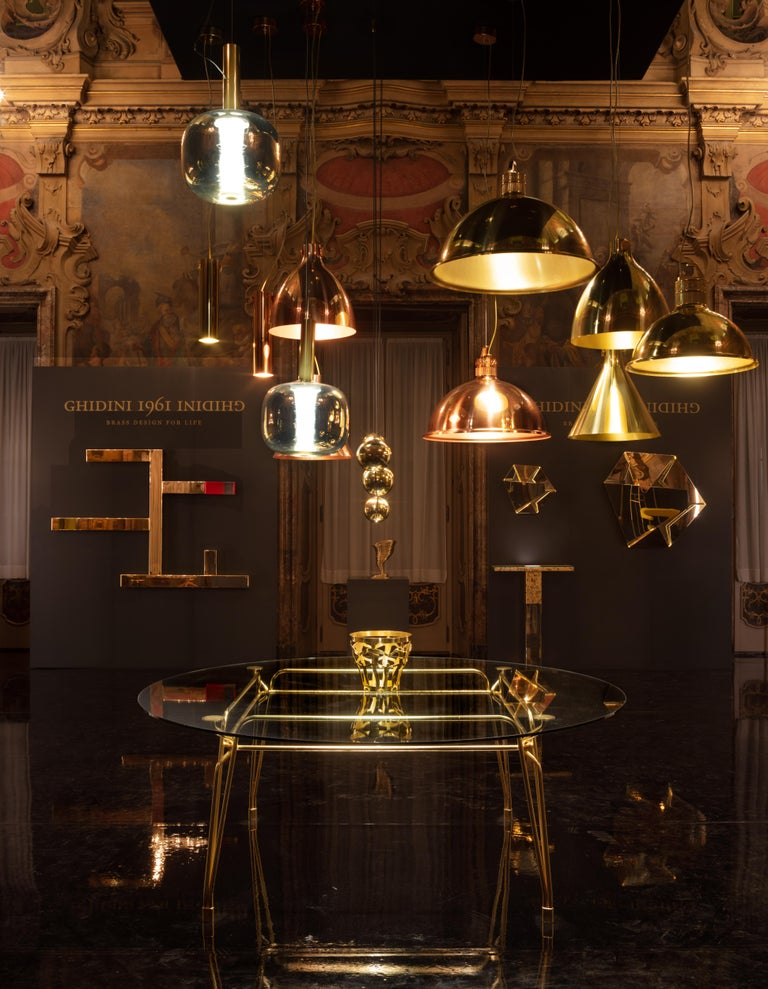 Suspension lamp in brass A simple, elegant pendant lamp which works in many different environments. The brass gives a warm reflection and they can be used both at home as well as in commercial environments such as shops and restaurants. The