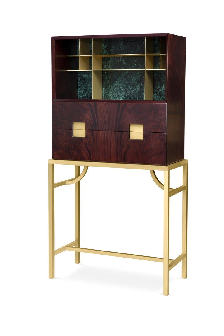 Elegant cabinet with essential lines of Japanese flavour. The slender structure in essence is opposed by four slim legs in gilded metal. Zuan is recognizable by the detail of the support, a quarter of a circle with great aesthetic and functionality,