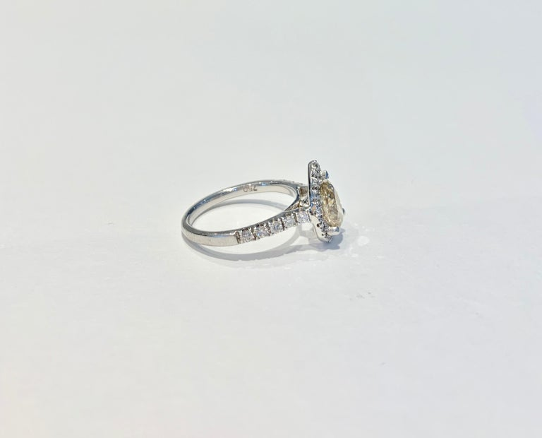 GIA 1.07 Carat Fancy Color Pear Cut Diamond Ring in 18 Carat Gold Halo Setting In New Condition For Sale In Chislehurst, Kent