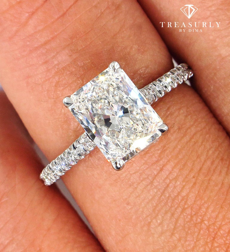 GIA 2.01 Carat Radiant Cut Diamond Pave Solitaire Platinum Wedding Ring For Sale 1