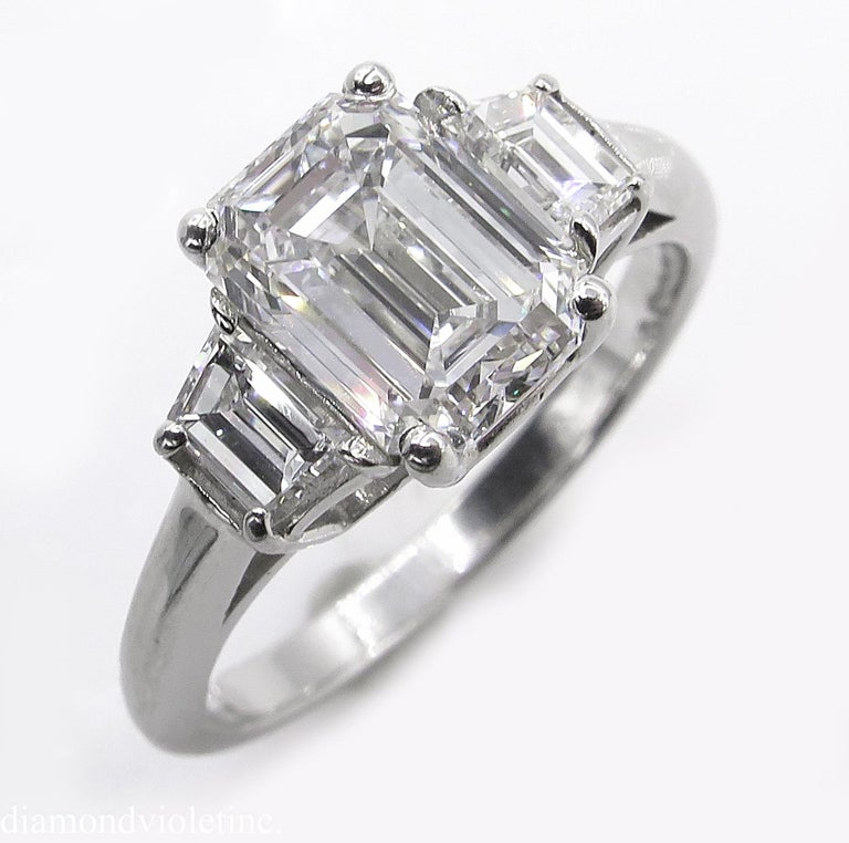 GIA 2.54 Carat Vintage Emerald cut Diamond Engagement Wedding Platinum Ring In Good Condition For Sale In New York, NY