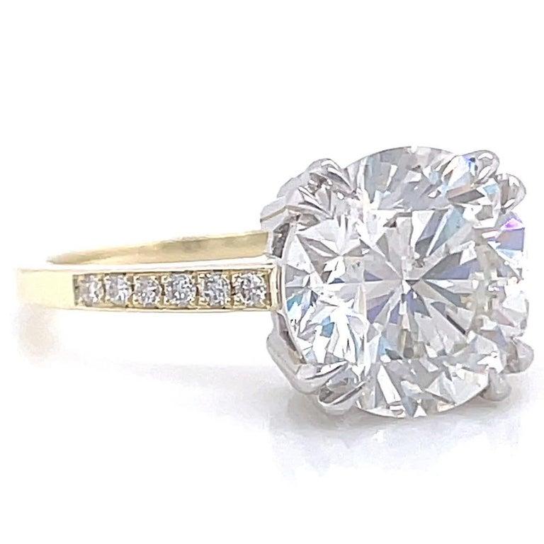 Modern GIA 3.06 Carat Round Brilliant Cut Diamond 18 Karat Gold Engagement Ring For Sale