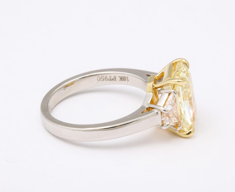 GIA 4 Carat Yellow Diamond Ring In New Condition For Sale In New York, NY