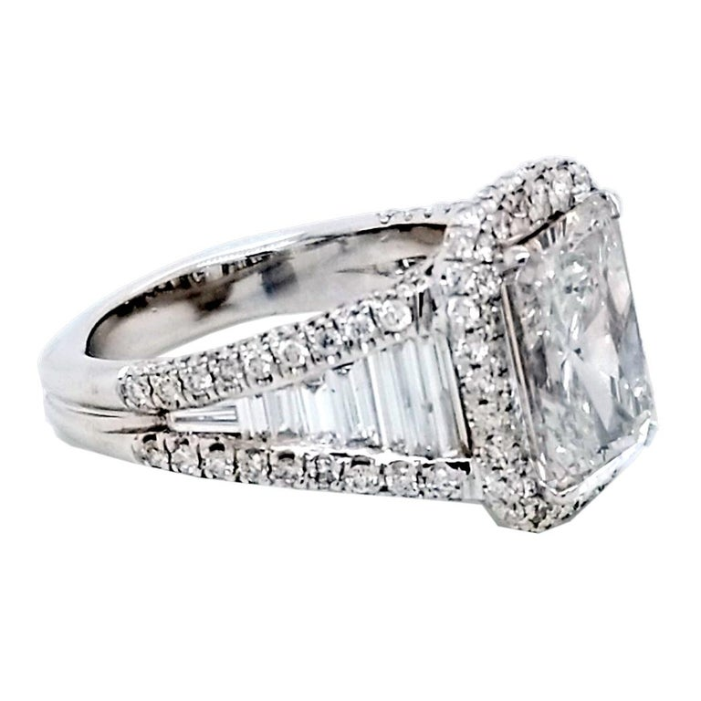 Contemporary GIA 4.02 Carat E/SI1 Radiant Diamond 18 Karat Engagement Ring with Halo For Sale