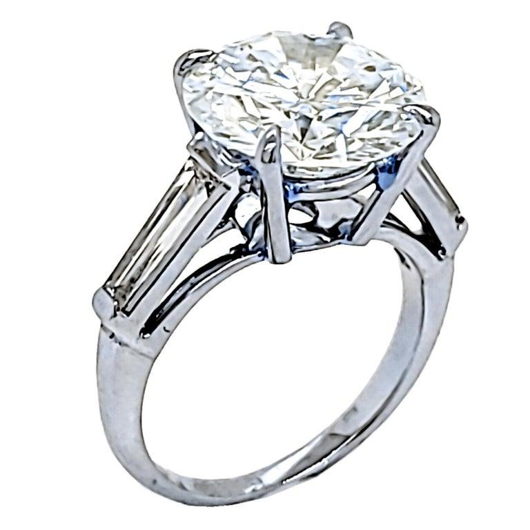 Contemporary GIA 4.64 Carat K/VS1 Round Brilliant Diamond Platinum 3-Stone Engagement Ring For Sale