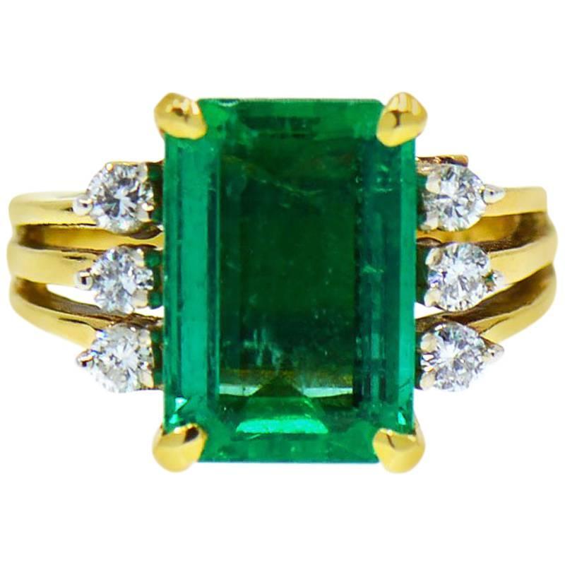 GIA 4.67 ct. Fine Colombian Emerald & Diamond 18K Ring