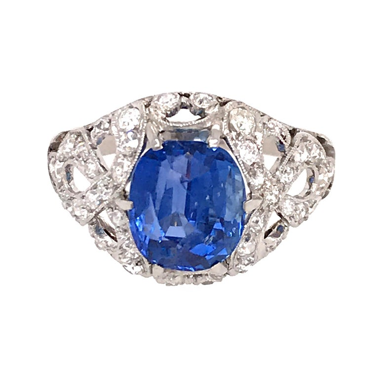 GIA Certifed Vintage No-Heat Natural Sapphire and Diamond Ring In Excellent Condition For Sale In New York, NY