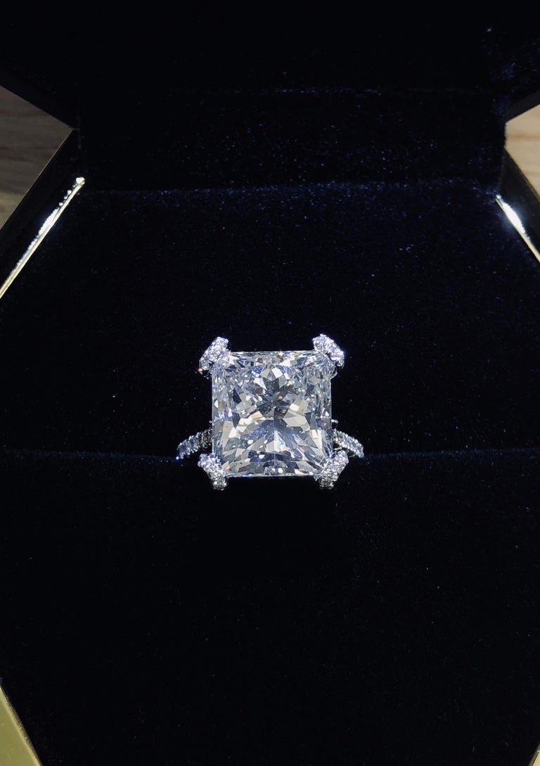 GIA Certified 10.02 Carat Princess Cut Diamond Ring In New Condition For Sale In New York, NY