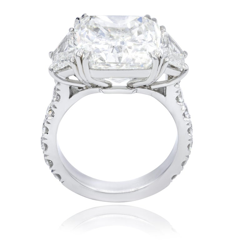 GIA Certified 10.08 Carat Radiant Cut Diamond Ring In New Condition For Sale In New York, NY