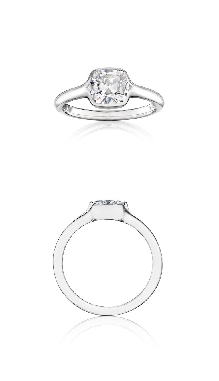 GIA Certified 1.01 Carat Diamond Platinum Ring In New Condition For Sale In New York, NY