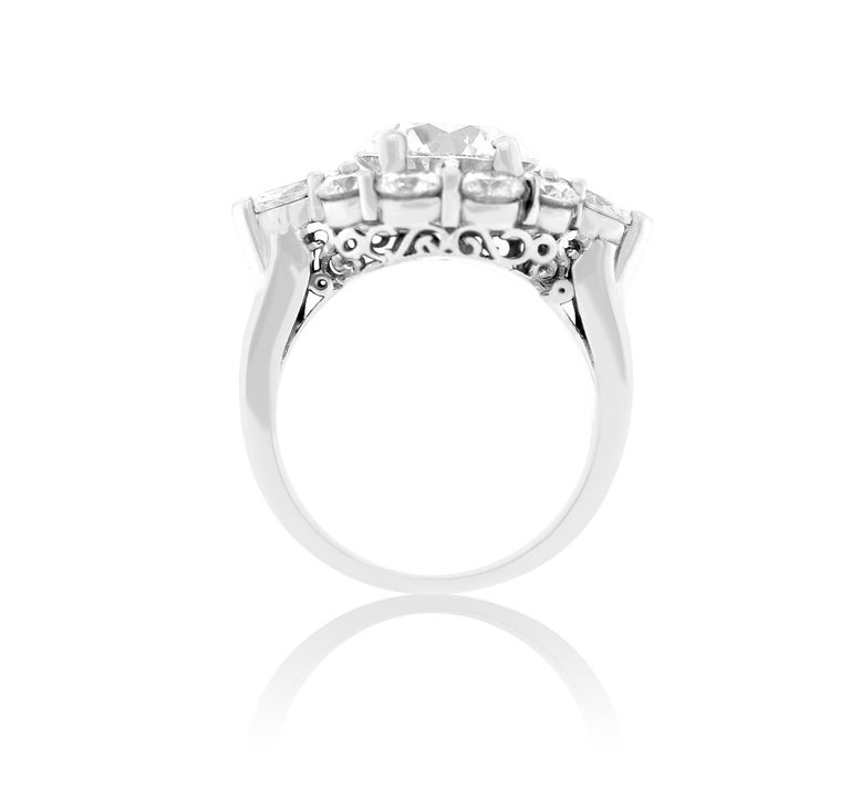 Contemporary GIA Certified 3.02 Carat Round Diamond Flower Ring For Sale
