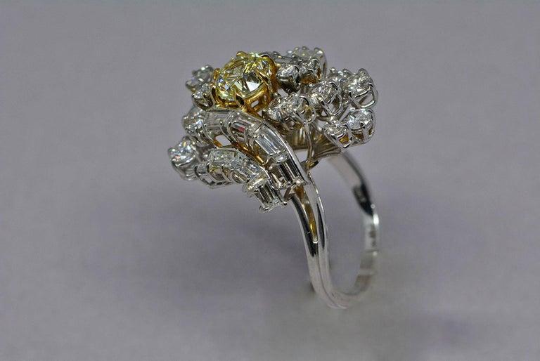Modern GIA Certified 1.08 Carat Light Yellow Diamond Ring 18 Karat Gold 3 Carats Total For Sale