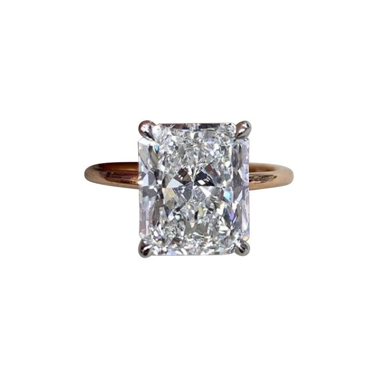 GIA Certified 1.20 Carat Long Radiant Cut Diamond 18 Carats Yellow Gold Ring For Sale