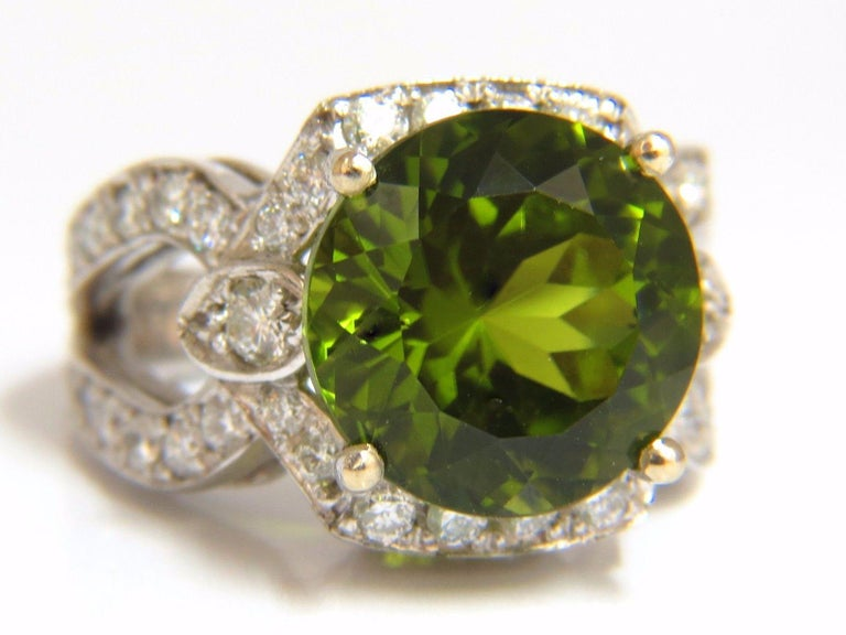 GIA Certified 12.15 Carat Natural Green Peridot Diamond Ring 14 Karat In New Condition For Sale In New York, NY