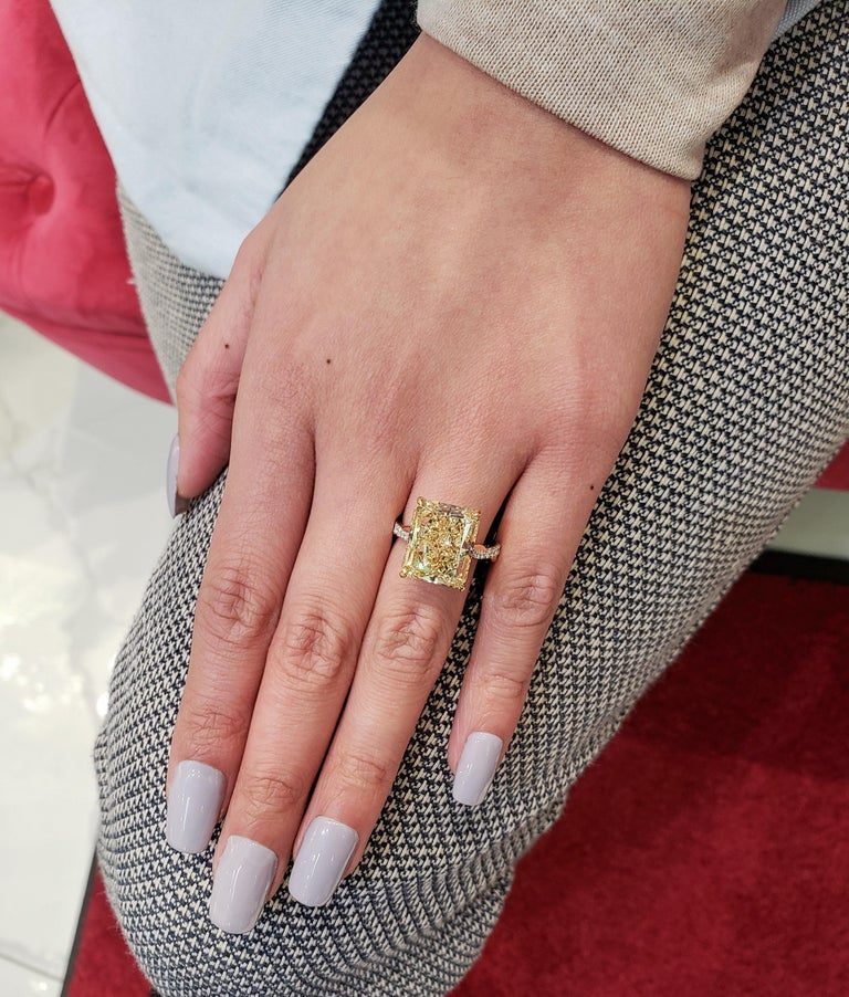 GIA Certified 12.16 Carat Yellow Diamond Twisted Engagement Ring In New Condition For Sale In New York, NY