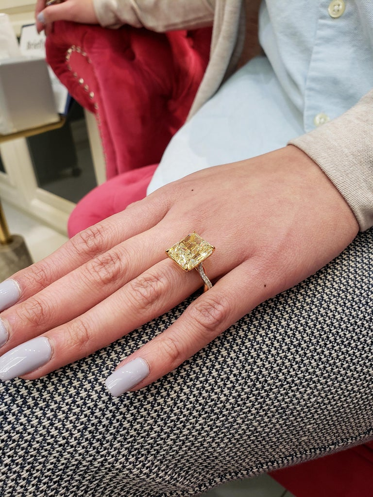 Women's GIA Certified 12.16 Carat Yellow Diamond Twisted Engagement Ring For Sale