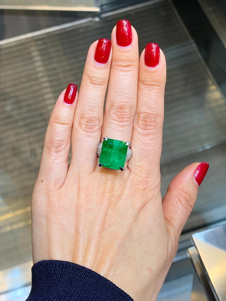 GIA Certified 13.35 Carat Emerald Diamond Cocktail Ring In New Condition For Sale In New York, NY
