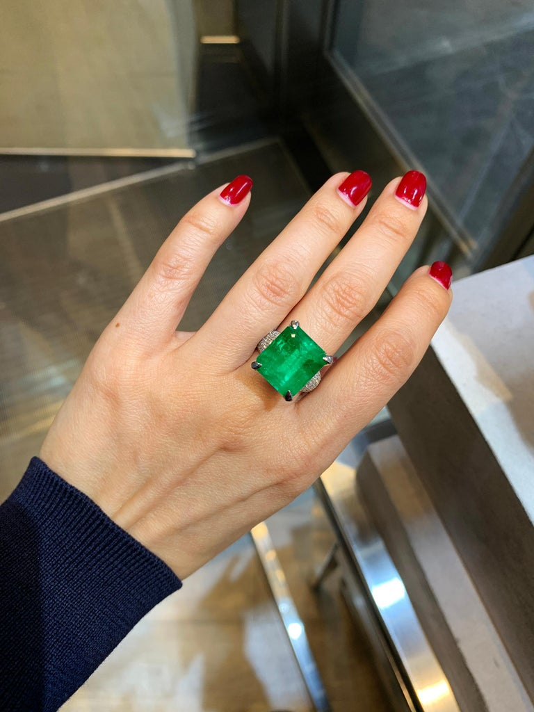 Women's GIA Certified 13.35 Carat Emerald Diamond Cocktail Ring For Sale