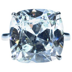 GIA Certified 13.70 Carat Cushion Brilliant Cut Diamond Ring, Pierre/Famille