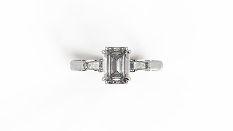 GIA Certified 1.81 Carat Emerald Cut Diamond Ring In New Condition For Sale In Rome, IT