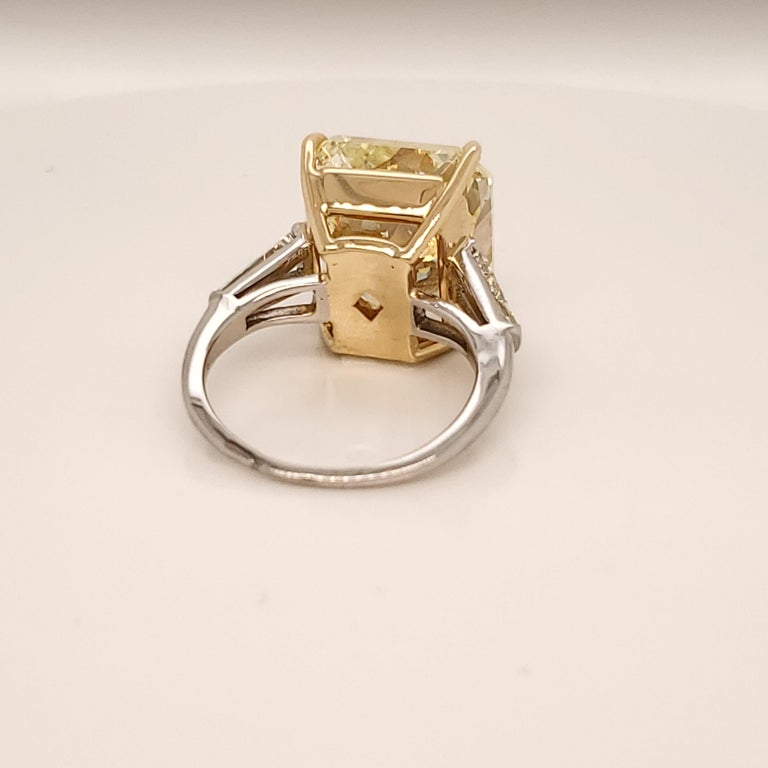 GIA Certified 15.06 Carat Fancy Yellow Three-Stone Ring In New Condition For Sale In New York, NY