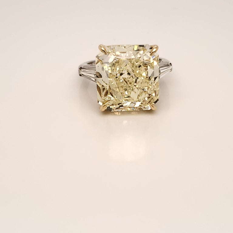 Women's GIA Certified 15.06 Carat Fancy Yellow Three-Stone Ring For Sale
