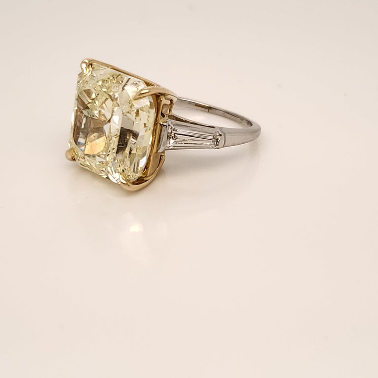 GIA Certified 15.06 Carat Fancy Yellow Three-Stone Ring For Sale 1