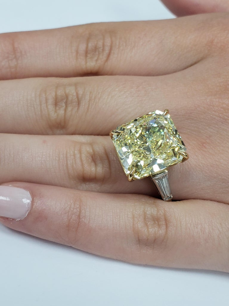 GIA Certified 15.06 Carat Fancy Yellow Three-Stone Ring For Sale 2
