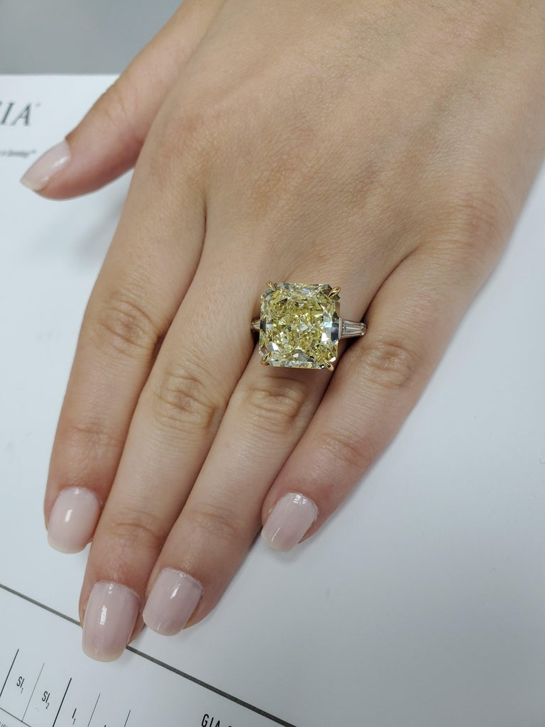 GIA Certified 15.06 Carat Fancy Yellow Three-Stone Ring For Sale 4