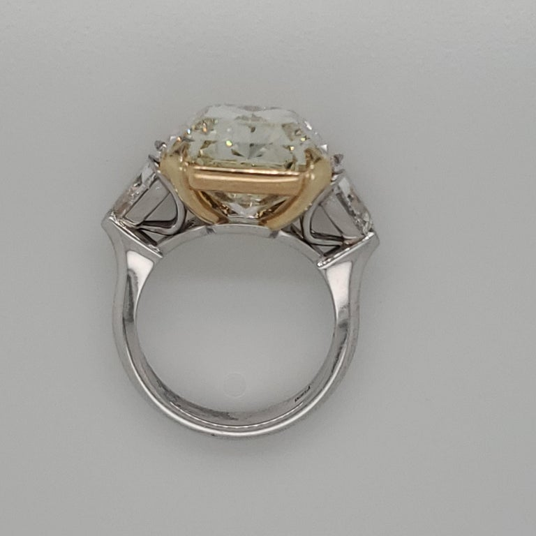Women's GIA Certified 15.07 Fancy Yellow VS1 Center Diamond Stone 3-Stone Ring For Sale