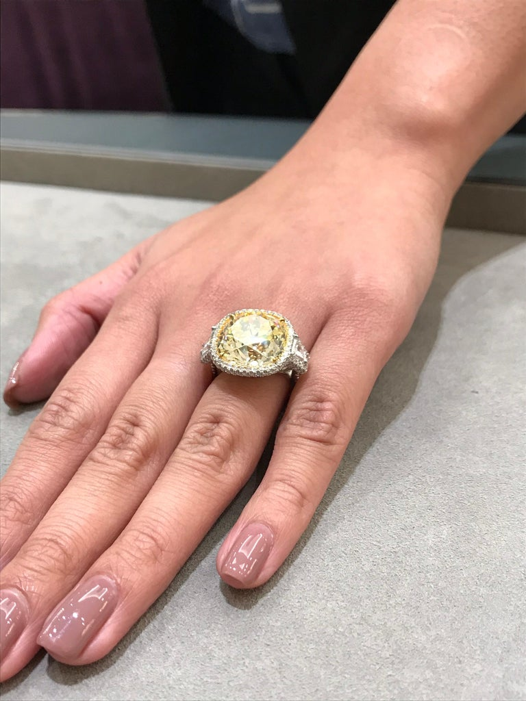 GIA Certified 15.52 Carat Yellow Diamond Three-Stone Halo Ring In New Condition For Sale In New York, NY