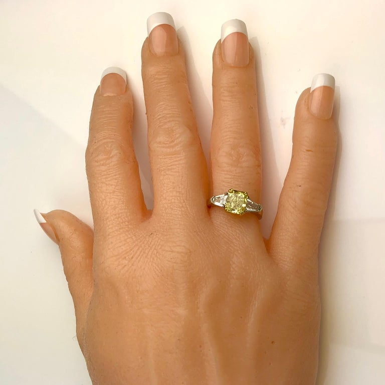 GIA Certified 1.68 Carat Natural Fancy Intense Yellow Diamond Ring in Platinum In New Condition For Sale In New York, NY