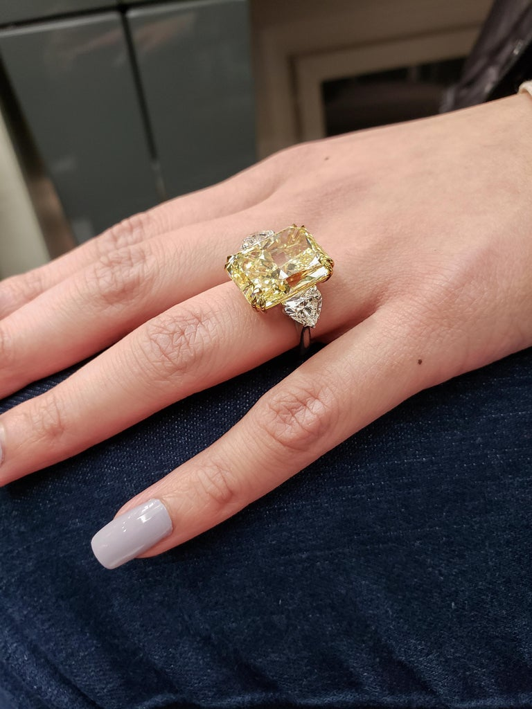 GIA 17.25 Carat Intense Yellow Diamond Platinum Three-Stone Engagement Ring For Sale 4