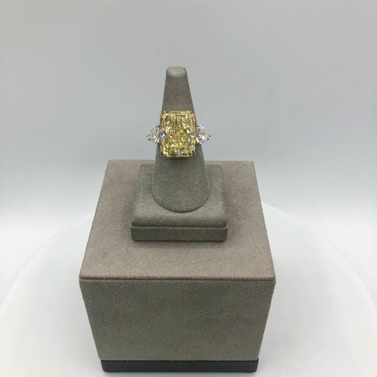 GIA 17.25 Carat Intense Yellow Diamond Platinum Three-Stone Engagement Ring In New Condition For Sale In New York, NY