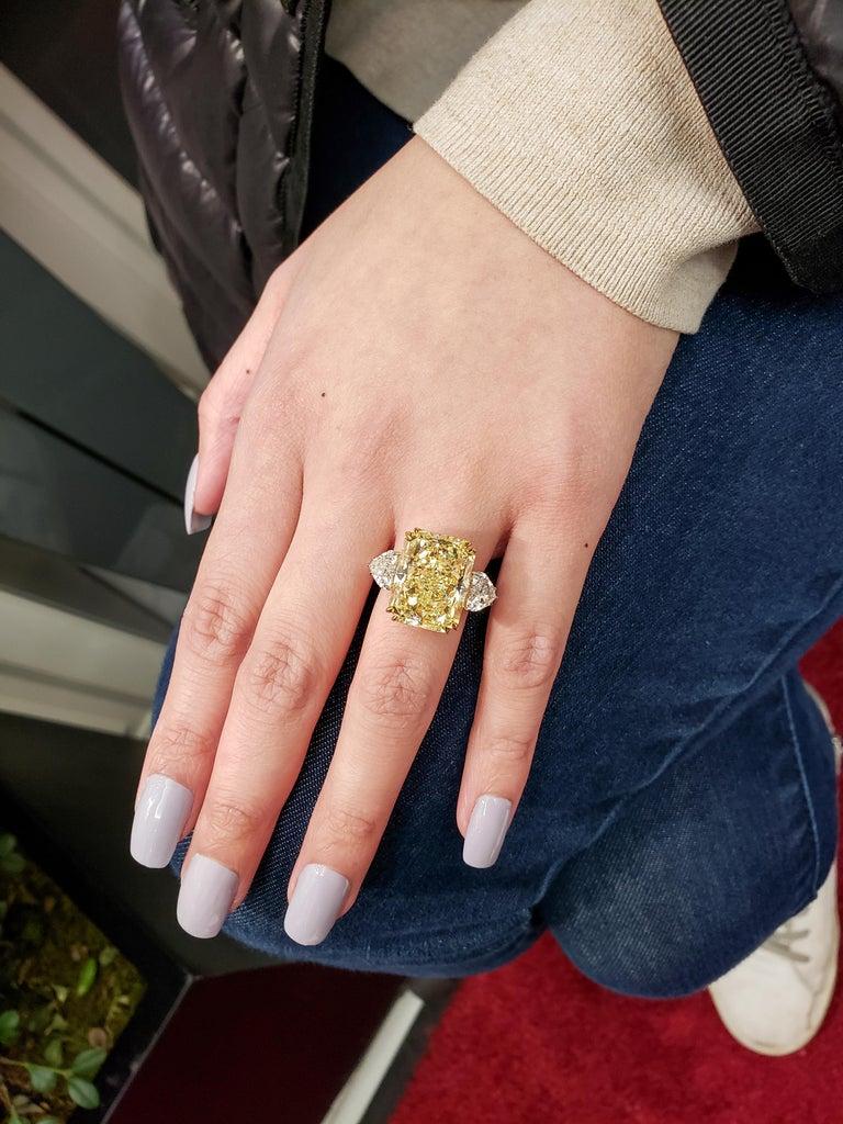 GIA 17.25 Carat Intense Yellow Diamond Platinum Three-Stone Engagement Ring For Sale 3
