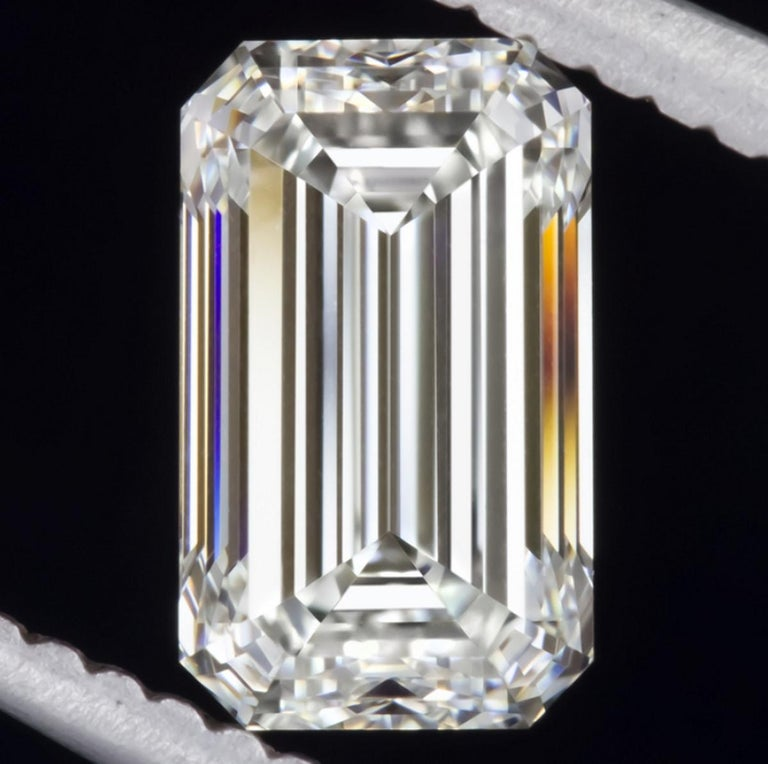 GIA Certified 1.75 Carat Diamond Long Emerald Cut Natural Diamond Ring In New Condition For Sale In Rome, IT