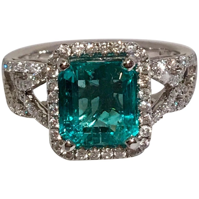 GIA Certified 1.8 Carat Columbian Emerald Diamond Halo White Gold Cocktail Ring For Sale