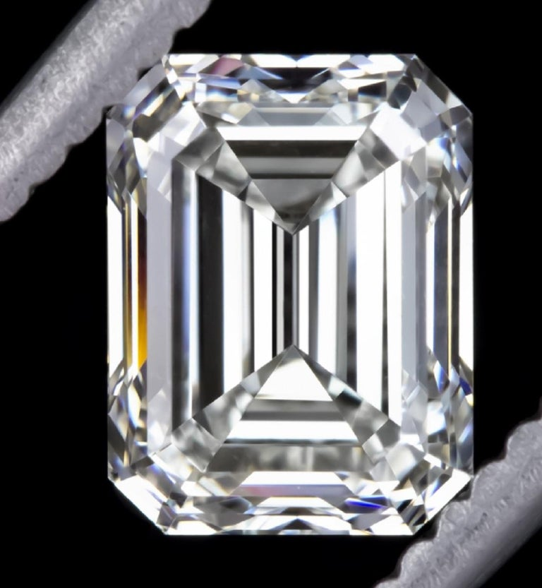Women's or Men's GIA Certified 2.25 Carat Diamond Engagement Ring with Side Emerald Cut Diamonds For Sale