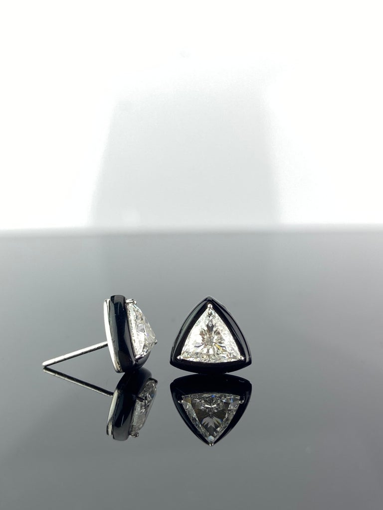Modern GIA Certified 1.88 Carat Diamond and Black Onyx Solitaire Stud Earring For Sale