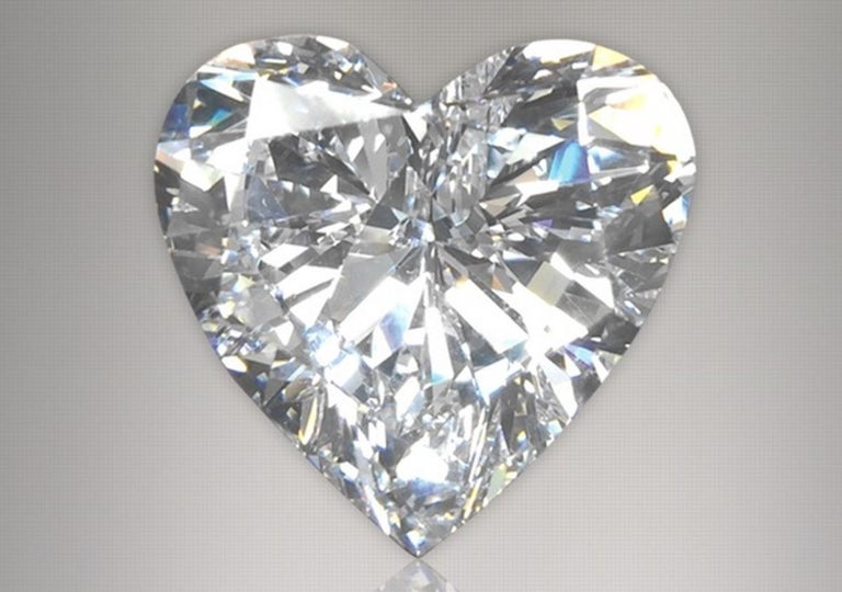 Modern GIA Certified 2 Carat Heart-Shape Diamond Pendant Necklace 18 Carats White Gold For Sale