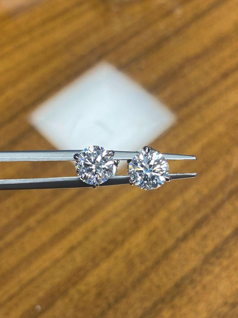 GIA Certified 2.04 Carat Round Cut Diamond Stud Earrings In New Condition For Sale In New York, NY