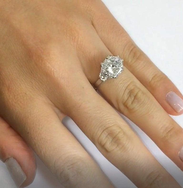An amazing 1.90 radiant cut  diamond  E COLOR SI2 Clarity 100% Eye clean