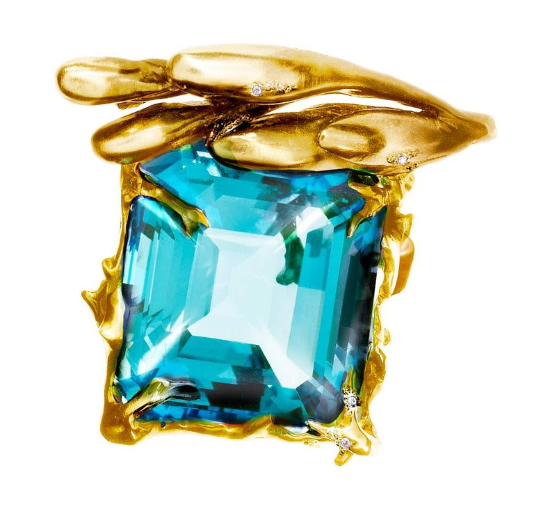 GIA Certified 22.59 Carat Aquamarine 18 Karat Yellow Gold Ring Featured in Vogue In New Condition For Sale In Berlin, Berlin