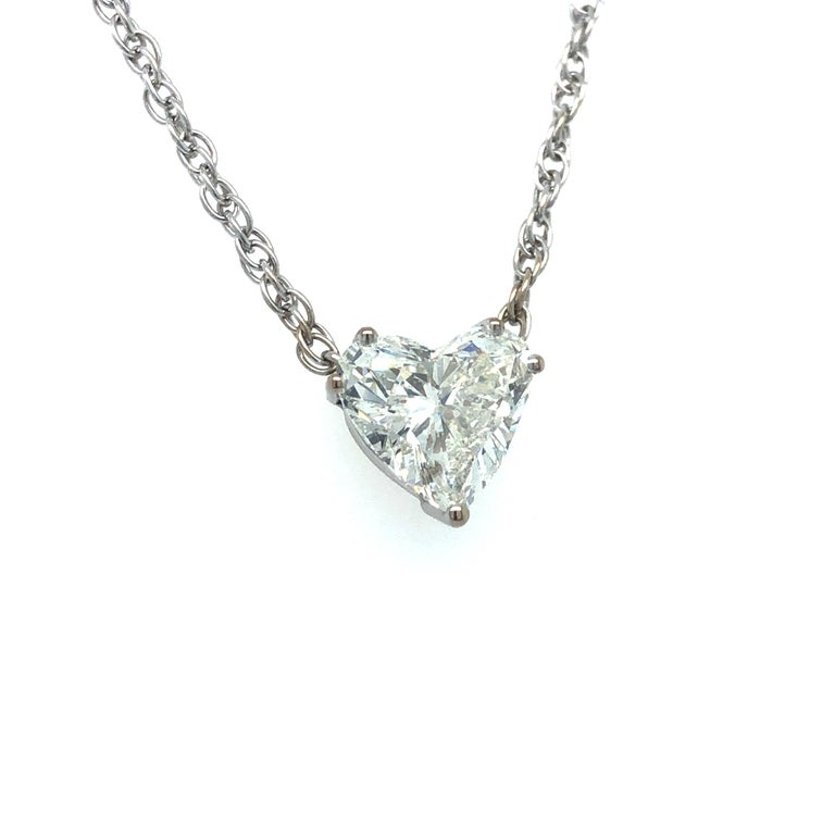GIA Certified 2.54 Carat Diamond Heart Necklace in 18 Karat White Gold In Good Condition For Sale In Lucerne, CH