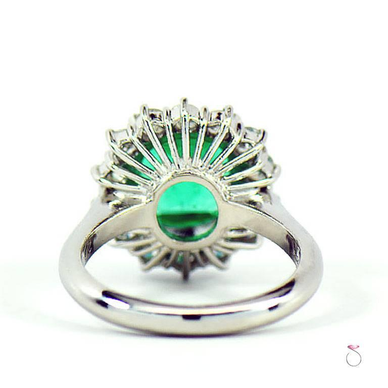 Women's GIA Certified 2.64 ct. Fine Colombian Emerald & Diamond Platinum Ring For Sale